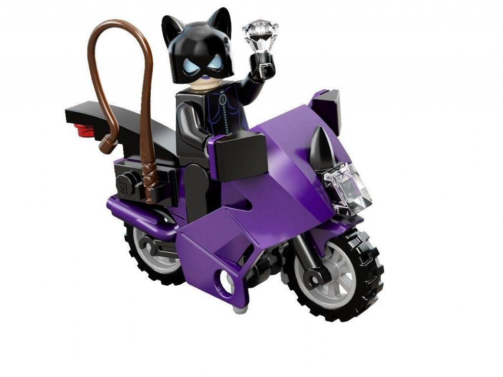 Catwoman y moto de juguete