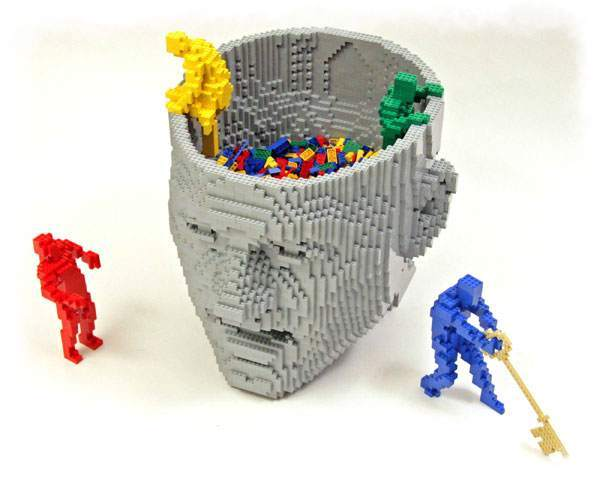 Cabez abierta hecha de lego